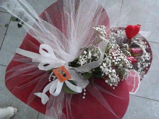 Büyük Peluş Kalp Güllerle Tanzim